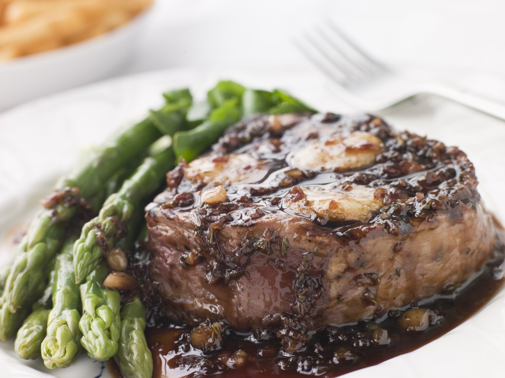 Fillet Of Beef Bordelaise With Asparagus Spears And Saut Potatoe
